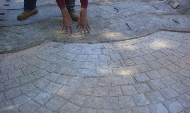 Imprimare beton. Aplicare matrite.