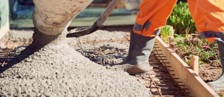 turnare beton in curte