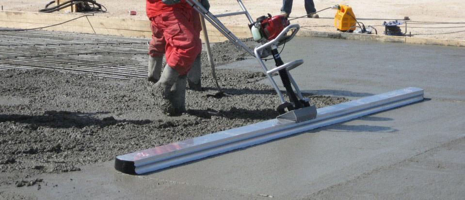 nivelare beton cu rigla vibranta