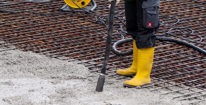 vibrarea unei dale din beton